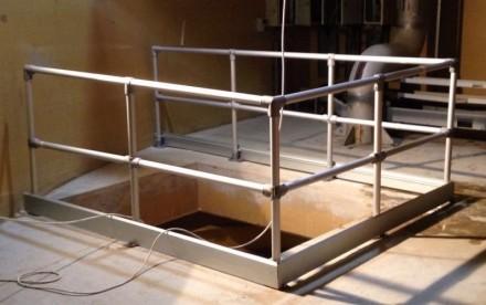 如何用新百安护栏保障检修孔的安全