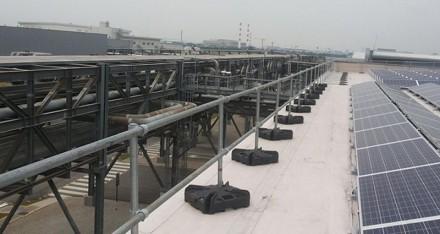 空间有限屋面的自立式护栏组合方案