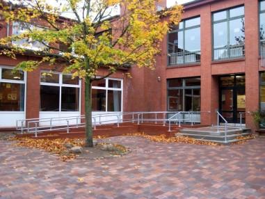学校内的DDA无障碍扶手栏杆设施