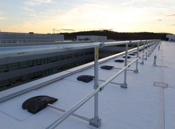 屋顶自立式护栏
