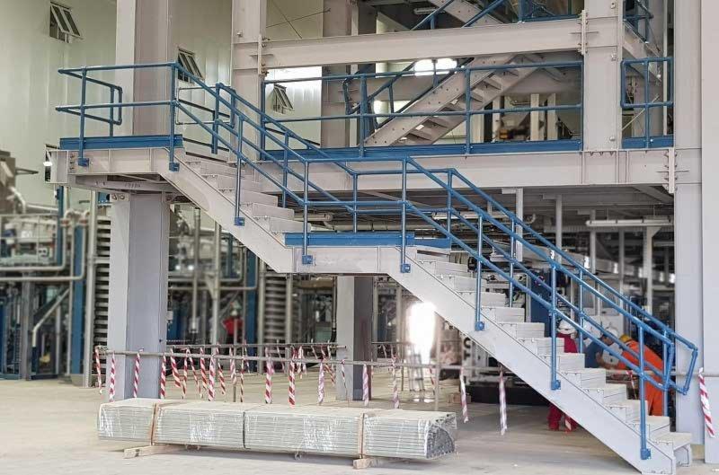 工厂楼梯与斜坡护栏